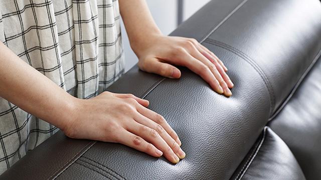 皮張りソファーの汚れを落とす掃除方法